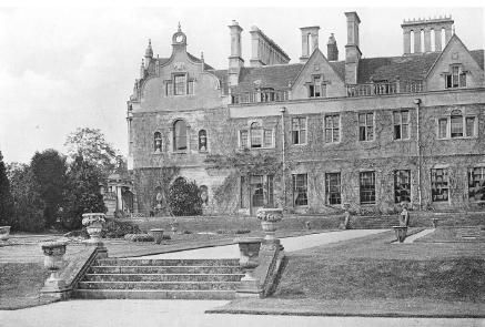 /uploads/image/historical/South Terrace and Hall in 1900.jpg